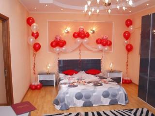 Оформление спальни для молодоженов